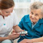 Уход сиделки за диабетиком